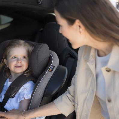 Picture of BeSafe iZi turn isize car seat with a child in