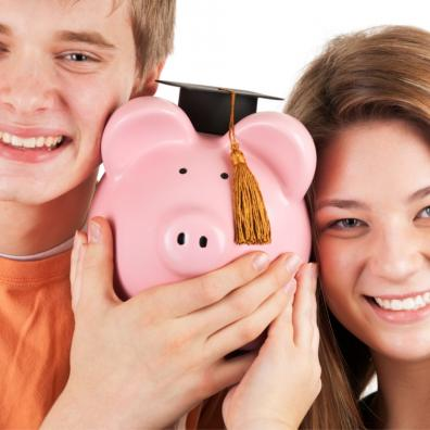 picture of teenagers with a piggy bank